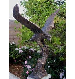 Bronze Adler mit ausgebreiteten Flügeln