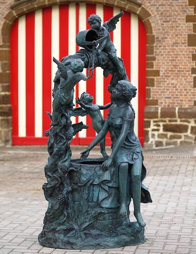 3 Bronze Brunnen mit Putten