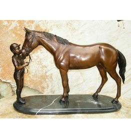 Beeld brons paard met geleider