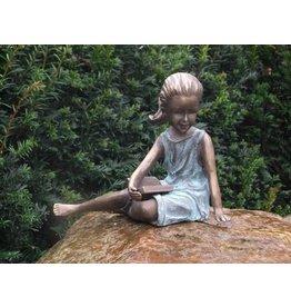 Eliassen Entspannendes Mädchen des Bildbronzes mit Broschüre