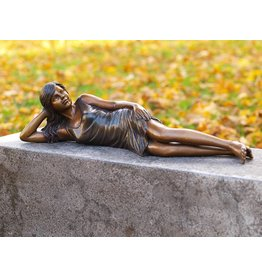 Liegen Mädchen Bronze