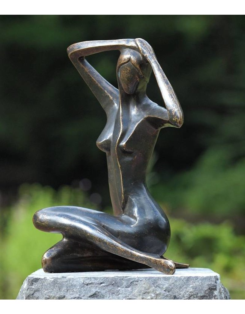 Beeld brons zittende naakte vrouw - Eliassen Home & Garden Pleasure