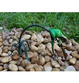 Bronze grünen Frosch auf Zweig
