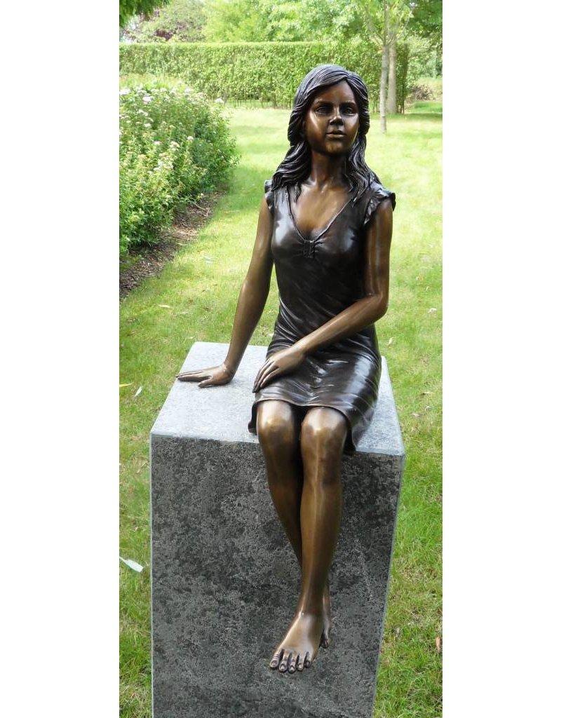 Sitzendes Mädchen Bronze