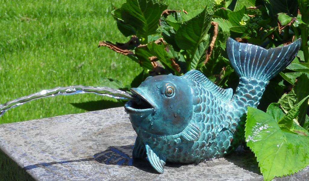 Fisch Figur Bronze Spritze