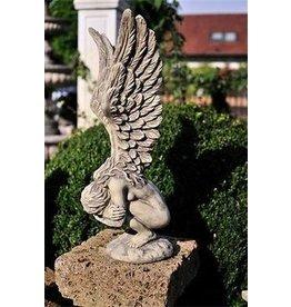 Tuinbeeld engel voorovergebogen klein