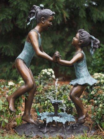 Eliassen Bronzebild springende Mädchen