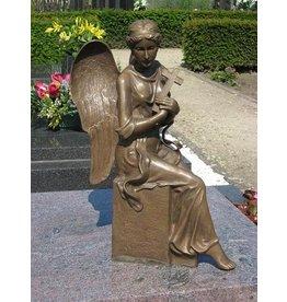 Grafbeeld engel met kruis brons