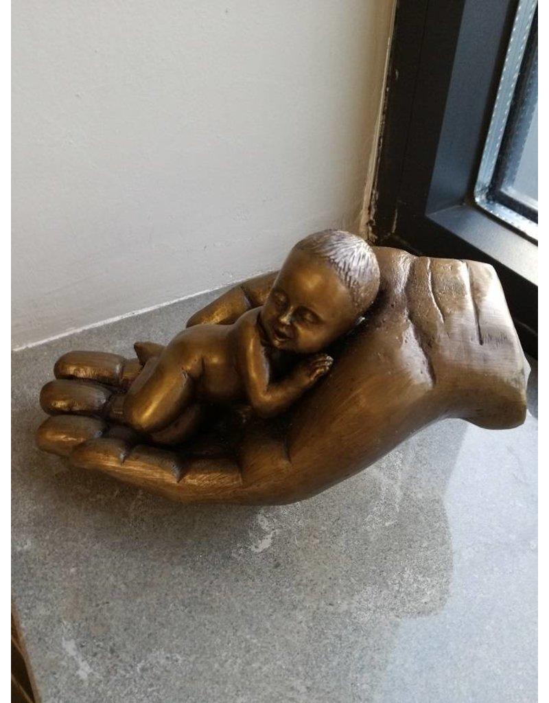 Baby in der Hand Bronze