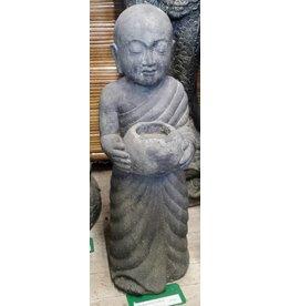 Shaolin Monnik staand met schaal
