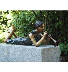 Bronze-Skulptur liegend Mädchen mit Flöte