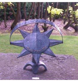 moderne Bronze Sonnenuhr