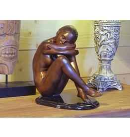 Zittende naakte vrouw brons
