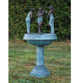 Bronzen fontein met 3 vrouwen