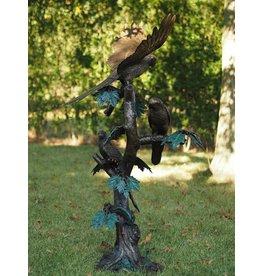 Bronze Papageien auf einem Baum