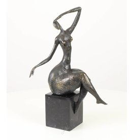 Bronze Thick Dame mit der Hand auf der Stirn