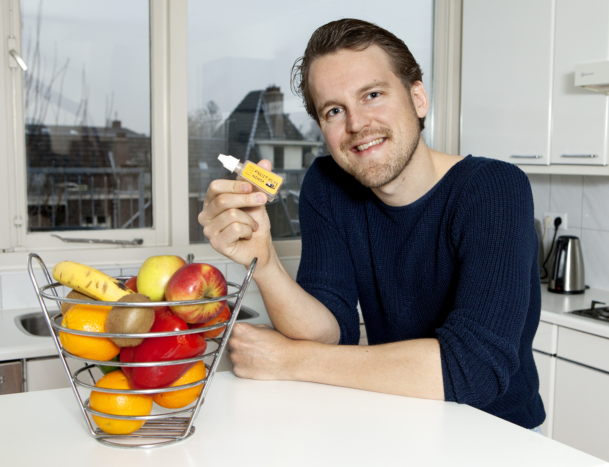 Fruit Fly Ninja's founder Ferdinand van der Neut with one of the prototypes, at home in Amsterdam (photo: De Telegraaf / Rob de Jong).