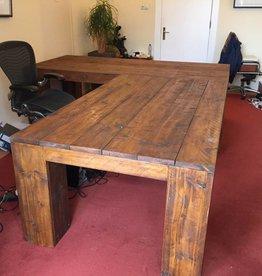 Vergadertafel van oud steigerhout