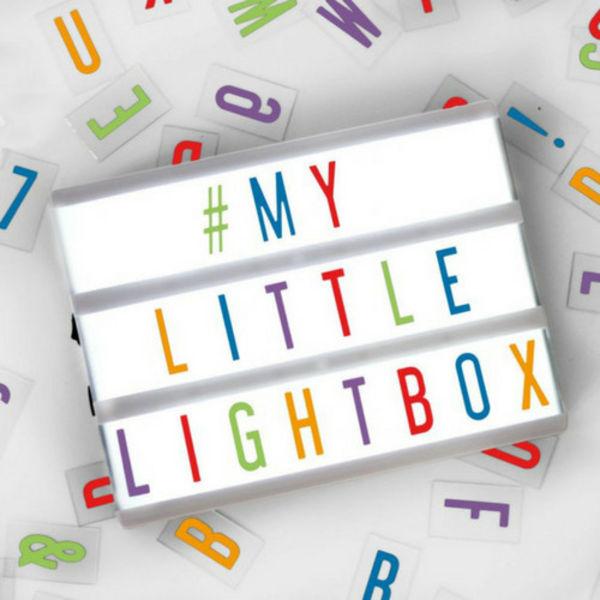 LIGHTBOX A5 Leuchtkasten in Weiß mit Farbige Buchstaben