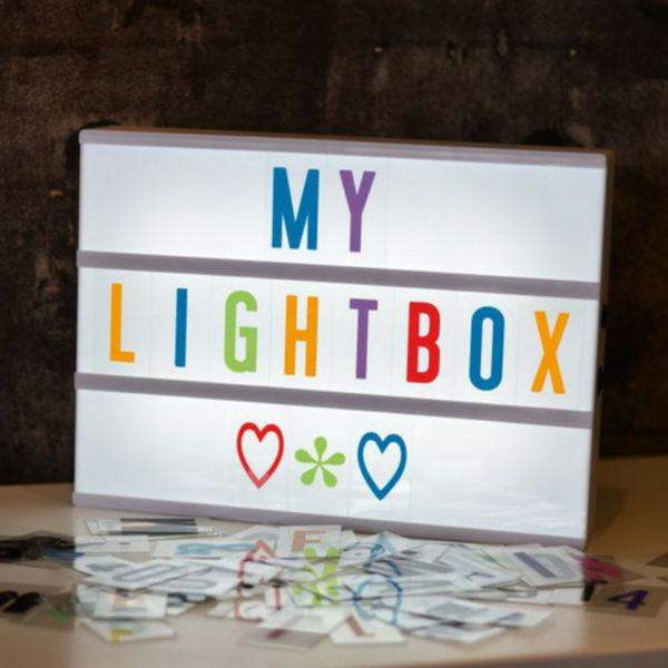 LIGHTBOX A4 Leuchtkasten in Weiß mit farbige Buchstaben & Micro USB Input