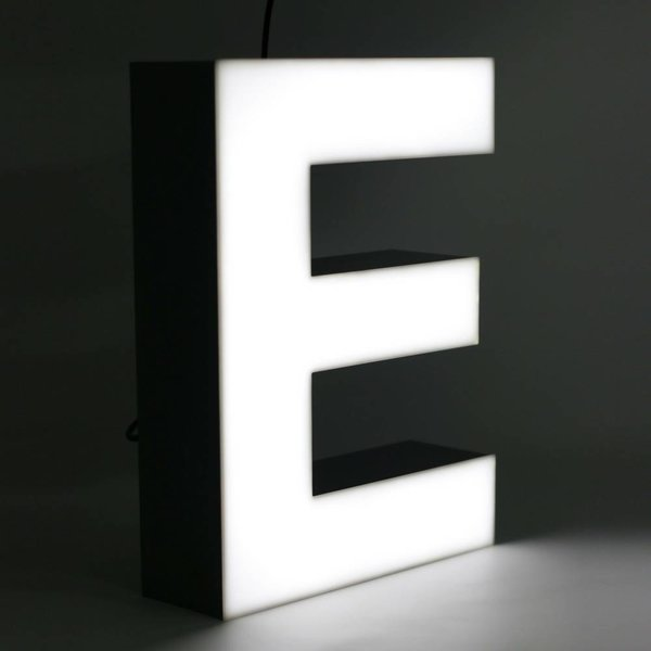 Quizzy LED Letter E
