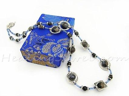 Happy Healthy Me exclusief edelsteen collier met blauwe rhyoliet en Tibetaans zilver