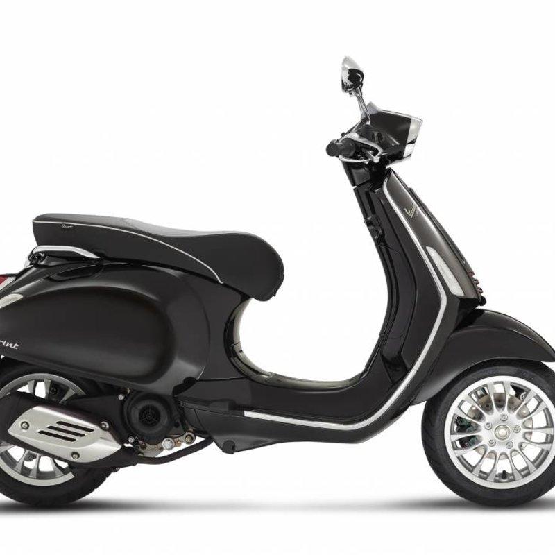 Vespa Sprint 50 4T zwart