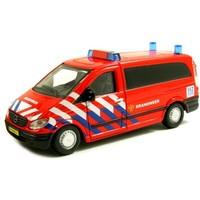 Auto Bburago Mercedes Vito brandweer schaal 1:50