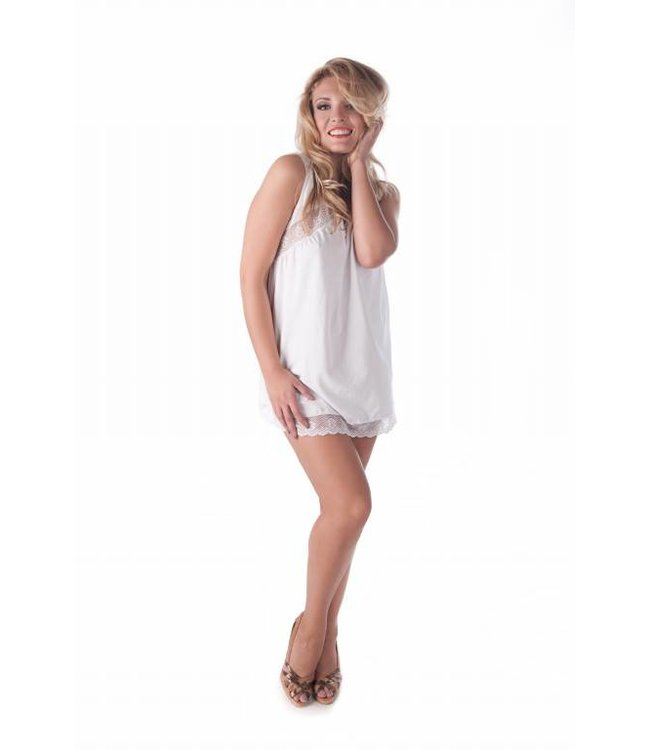 Andalea Very girlish chemise with beautiful white lace at the bottom and above the breasts