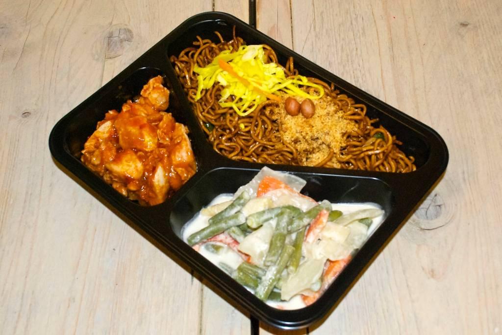 3-vaks maaltijd ajam ritja en sajoer lodeh