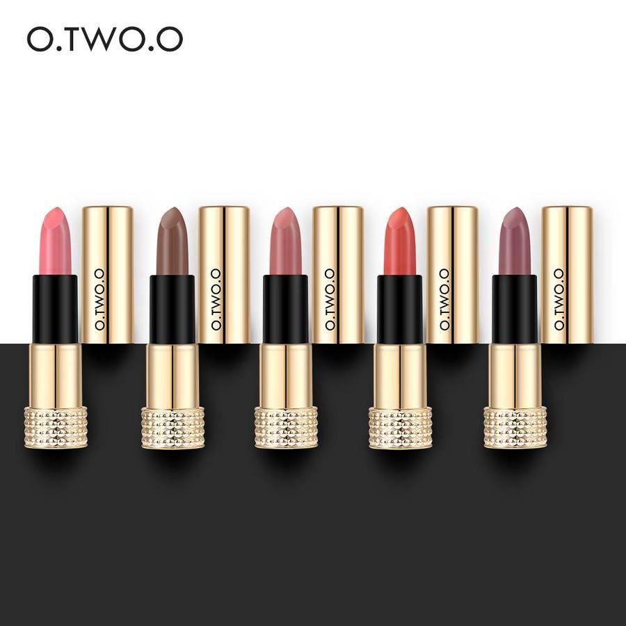 Luxery Classics Soft Matte Lipstick - Color 3101A Requiem-6