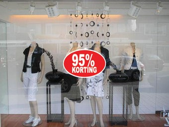 """Ovale """"95% korting"""" Sticker auf Niederländisch"""