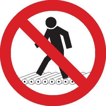 Verbotssticker nicht auf Rollenbahn treten