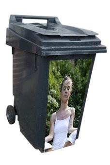 Vrouw mediterend container Sticker