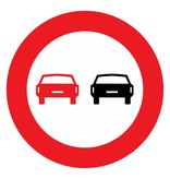 Interdiction des véhicules à moteur à dépasser les uns les autres