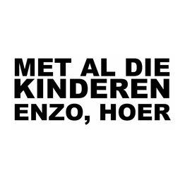 """Sticker: """"MET AL DIE KINDEREN ENZO, HOER"""""""