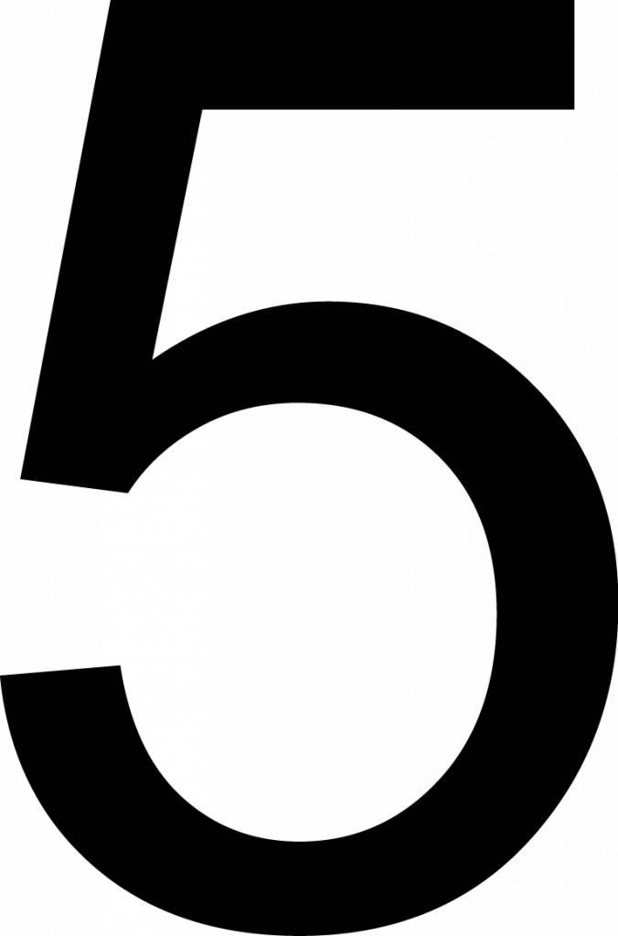 Fünf Klebebuchstabe