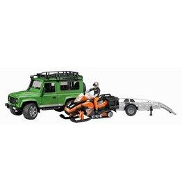 Land Rover Bruder Land Rover Defender met trailer, snowmobil en bestuurder 1:16