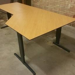 Bureautafel met hoek