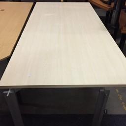 Extra grote bureautafel