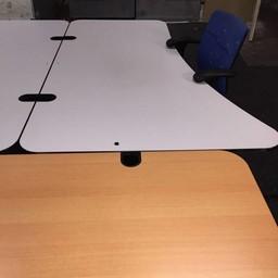 Verstelbaar bureau met wit blad