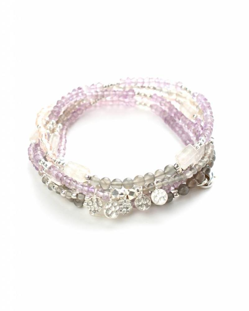 Halskette und Armband in einer