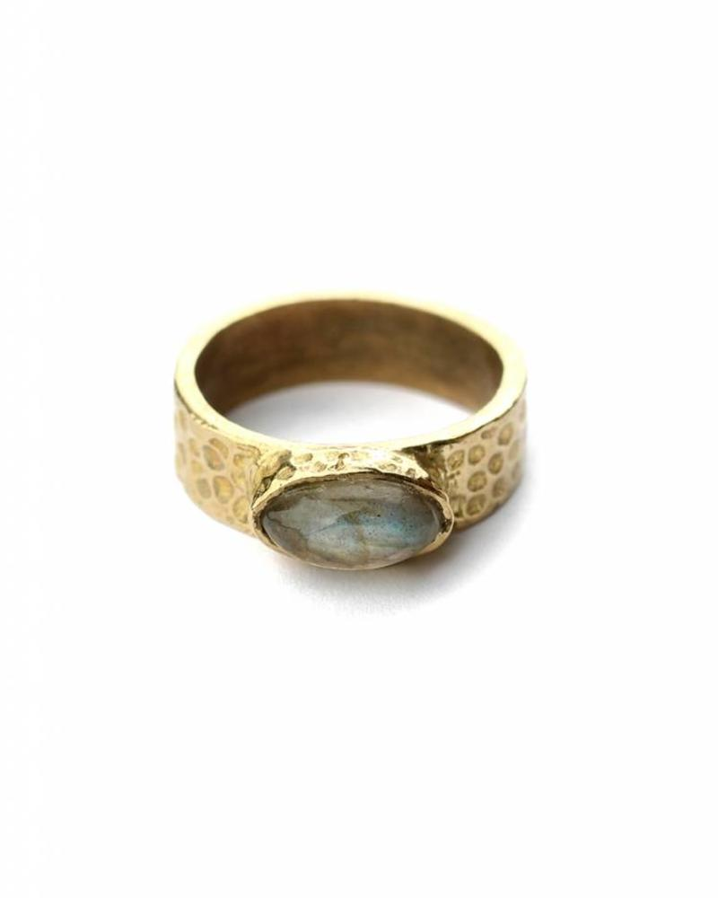 exoal ring with labradorite stone