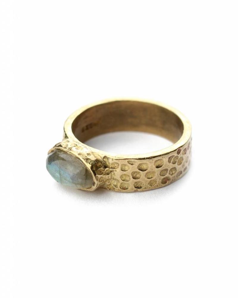 exoal ring with labradorite stone