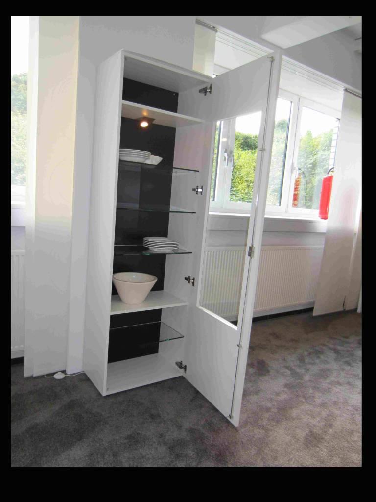 glasvitrine wei hochglanz hochglanz raum und m beldesign inspiration. Black Bedroom Furniture Sets. Home Design Ideas