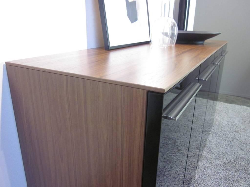 nussbaum schwarz trendy stunning pc tisch nussbaum schwarz abschliebar schubladen in zum. Black Bedroom Furniture Sets. Home Design Ideas