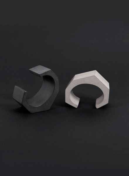 Bergnerschmidt Twisted cuff I Concrete arm cuff