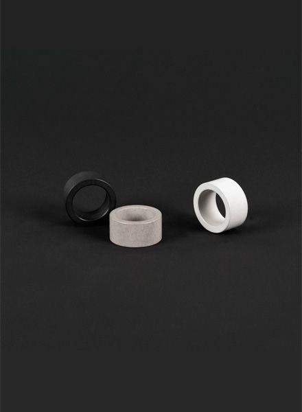 "Bergnerschmidt Ring ""Simplest weiss"" - Handgefertigter Betonring"