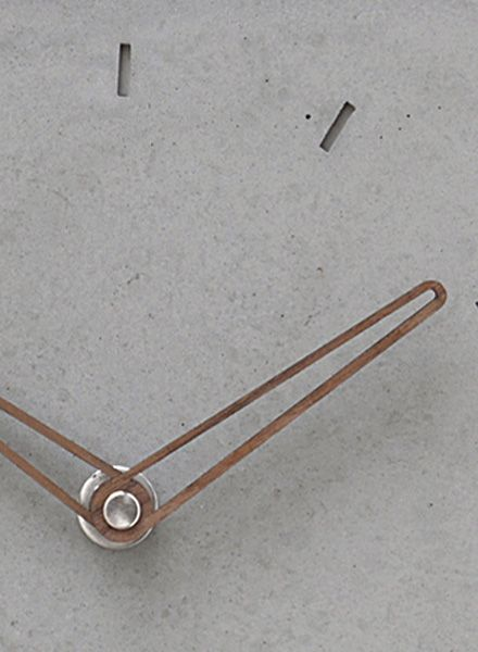 WertWerke Betonuhr Klassik M grau I Beton mit Holzzeiger Outline 30x30cm