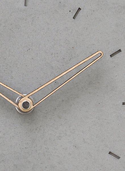 WertWerke Betonuhr Klassik S grau I Beton mit Holzzeiger Outline 20x20cm